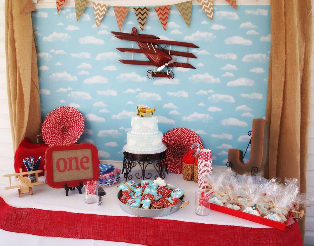 First birthday party 12 ideas for the perfect birthday for Airplane party decoration ideas