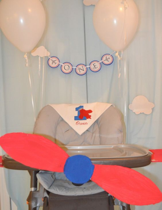 First birthday party 12 ideas for the perfect birthday for Airplane party decoration