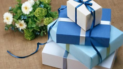 7 Tips to Save Money on Wedding Gifts